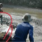 Penampakan Tangan Berwarna Hijau Di Lokasi Pasir, Cihara - Banten